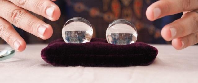 予知イメージ水晶2